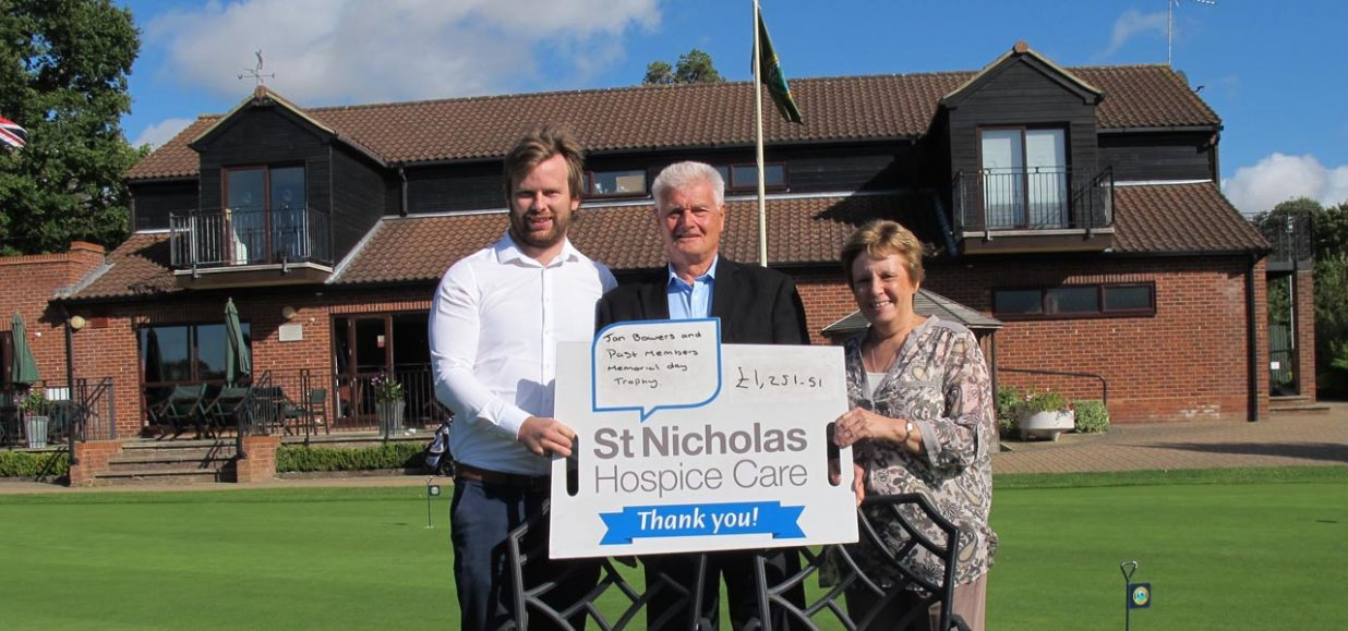 Golfers tee off to raise cash